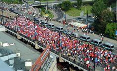 russi sul ponte in corteo...aspettanfo i polacchi