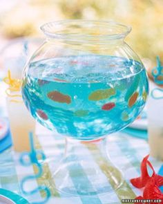 blue jello + swedish fish (fishbowl) cute for a party.i would not eat blue jello with cheesy goldfish though.but the concept is neat! Party Fiesta, Festa Party, Luau Party, Ocean Party, Beach Party, Elmo Party, Shark Party, Octonauts Party, Blue Jello
