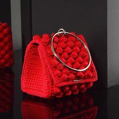 Matoohandmade Mini purse Crochet Clutch, Crochet Handbags, Crochet Purses, Crochet Lace, Basic Crochet Stitches, Mini Purse, Knitted Blankets, Clutch Purse, Fashion Backpack