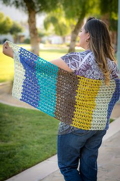 Juliaetta  Shawl is an exclusive pattern in the April 2017 Pattern Pack Pro.  http://happilyhooked.com/referral.php?w=affiliatehhm&p=debbierichardson