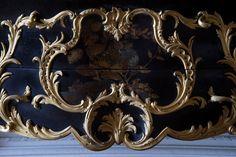 Le 20 février 2014, le château de Versailles nous informait avoir reçu un don exceptionnel : une commode en laque du Japon exécutée par Gaudreaus pour la chambre de Louis XV au château de Choisy.  Attardons nous sur ce meuble, son donataire et les méandres de cette donation.