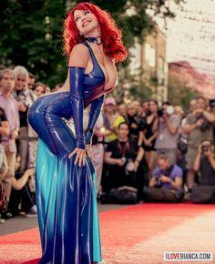 """biancabeauchamp: """" Red Carpet in @patrice_catanzaro latex fashion. www.ilovebianca.com #ilovebianca #biancabeauchamp #redhead #latex #fetish #event #montrealfetisheekend (at Montreal, Quebec) """""""