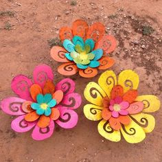 Metal Art flowers - these would add some color to my uninspiring patio fence