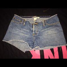 Abercrombie & Fitch Shorts Abercrombie & Fitch shorts. Has 3 buttons. Size 00. Abercrombie & Fitch Shorts Jean Shorts
