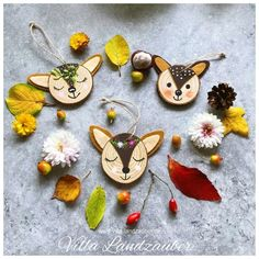 A U T U M N I'm in Mallaune again :-) I love natural materials and love to paint. Today I show you m Clay Christmas Decorations, Easy Christmas Crafts, Handmade Christmas, Art Activities For Kids, Crafts For Kids, Wood Slice Crafts, October Crafts, Autumn Crafts, Wood Ornaments