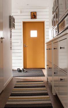 Tämän maton olisin halunnut kutoa! | Asuntomessut Charcoal, Divider, Cabinet, Storage, Room, Inspiration, Furniture, Home Decor, Clothes Stand