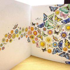 とにかくカラフルに。無計画に塗っていったので、まとまりがない気が…(´・_・`) #ひみつの花園#コロリアージュ#大人の塗り絵#塗り絵#ジョハンナバスフォード#色鉛筆#secretgarden#johannabasford#adultcoloring#coloringbook