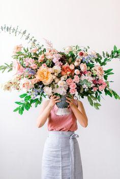 Wedding Flower Arrangements Lush Floral Wedding Backdrops with Vivid Colors Beautiful Flower Arrangements, Wedding Flower Arrangements, Floral Centerpieces, Wedding Bouquets, Floral Arrangements, Beautiful Flowers, Colorful Flowers, Cheap Wedding Flowers, Floral Wedding