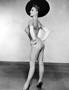 "Mitzi Gaynor, pin-up girl in ""Les Girls"" @Janice G Washington via Annie ♫"