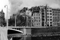 """Praha - Navigační chyba a špatné počasí. Tak historici vysvětlují pět minut hrůzy, které zažila Praha ve středu 14. února 1945. Zatímco protektorátní a později často i komunistická propaganda tvrdila, že nálet byl záměrný, dnešní historici říkají, že šedesátka amerických letounů se už nad Nizozemskem kvůli útoku protiletadlového dělostřelectva ostře odchýlila od svého kurzu. """"Rovněž počasí nebylo ideální, nad většinou území bylo zataženo a vál velmi silný boční vítr. A k tomu všemu radary ... Prague Photos, History Photos, Abandoned Places, Old Pictures, Louvre, Retro, Building, Artwork, Photography"""