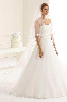 Two layered veil S208 with simple satin edge from Bianco Evento #biancoevento #veil #weddingdress #weddingideas #bridetobe