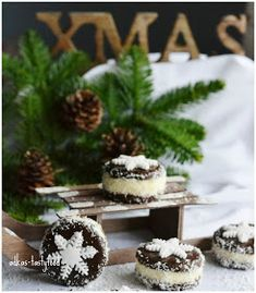 .. chute a vône mojej kuchyne...: Kokosové strapáčiky Christmas Candy, Christmas Cookies, Truffles, Panna Cotta, Biscuits, Cheesecake, Food And Drink, Favorite Recipes, Drinks