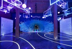 American Express Experience: Guests entered the space to find a series of neon backboards that utilized 220 feet of LED lighting and feet of wiring. Further into the experience was a tunnel crafted from pieces of wood from a basketball court. Stage Design, Event Design, Corporate Design, Les Gobelins, Led Logo, Experiential Marketing, Exhibition Display, Downtown Los Angeles, Retail Design