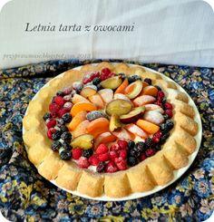 Tarta z sezonowymi owocami. Z okładki Kukbuka.