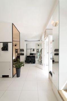 MADAME » SALON am MARKT Oversized Mirror, Architects, Furniture, Home Decor, Living Room, Decoration Home, Room Decor, Building Homes, Home Furnishings