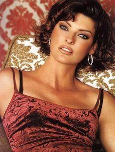 I love her hair and makeup. Model Linda Evangelista is always looks good!