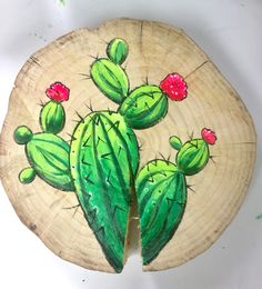 Cactus painted on wood disc.kristinegotts… Cactus painted on wood disc. Painting On Pallet Wood, Wood Pallet Art, Wood Art, Cactus Painting, Skull Painting, Diy Painting, Cactus Decor, Cactus Art, Rock Painting Patterns