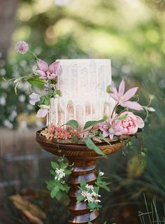 Ombre Lavender and Gold Drizzle Cake with Enchanting Flowers    #wedding #weddingideas #californiawedding #filmphotography #filmweddingphotography #weddingdecor #drizzlecake #weddingcake #cakes