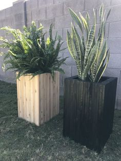 DIY Slatted Scrap Wood Planter — the Awesome Orange Diy Wooden Planters, Wood Planter Box, Wooden Diy, Cedar Fence Pickets, Ancient Japanese Art, Privacy Screen Outdoor, Square Planters, Garden In The Woods, Ikea