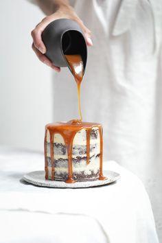 Chocolate Salted Caramel Brownie Cake + Fresh Figs | The Polka Dotter | Pinterest: Natalia Escaño