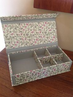 10 x 10 cardboard box covered with fabric. Cardboard Paper, Cardboard Furniture, Cardboard Crafts, Diy Paper, Paper Crafts, Craft Paper Storage, Diy Storage Boxes, Fabric Covered Boxes, Fabric Boxes
