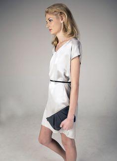 Zartes Seidenkleid, Seidentunika mit Gürtel, Business Outfit / soft silver silk dress with belt made by m.a.p.h.i.a - Modeatelier via DaWanda.com