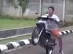 Empinando sua moto || GFM - YouTube #motofail #velocidade #adrenalina http://timevencedor.com