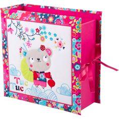 Para guardar todo aquello que se quiere conservar de nuestro peque y no se sabe donde. Caja de tesoros de Tuc Tuc.  http://www.cktiendaonline.es/complementos/textil2/album-bebe-fotos/caja-tesoros-kimono