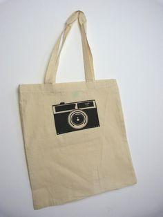 Fair Trade Baumwolltasche mit Handgemachten Siebdruck.    Anderen Farben sind auf Anfrage möglich.       ca. 38 cm breit und 42 cm hoch,