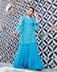 Avneet Kaur looks absolutely gorgeous💙💙💙 Modest Fashion Hijab, Frock Fashion, Pakistani Fashion Casual, Pakistani Dress Design, Fashion Dresses, Classy Prom Dresses, Desi Wedding Dresses, Party Wear Dresses, Stylish Dresses