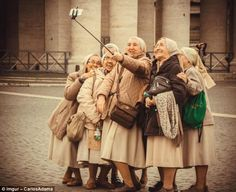 Enjoy life and SMILE - Funny Selfies - Funny Selfies images - - Enjoy life and SMILE The post Enjoy life and SMILE appeared first on Gag Dad. Young At Heart, People Of The World, Happy People, Belle Photo, Getting Old, Make You Smile, Laughter, Beautiful People, Funny Pictures
