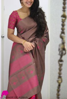 Product Details: Saree: Kanjivaram Light Weight Silk in a partly pallu style.Blouse: Chocolate Brown silk (same colour as in the pallu & pleats) Simple Saree Designs, Simple Sarees, Trendy Sarees, Fancy Blouse Designs, Stylish Sarees, Bridal Blouse Designs, Fancy Sarees, Saree Color Combinations, Indian Bridesmaid Dresses