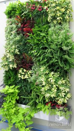 40 Marvelous DIY Wall Gardens Outdoor Design Ideas There are so many ways to make great Wall Gardens Outdoor for your outdoor space home. It's because It is never late to make a unique and charming garden in your yard that will be a perfect p… Jardim Vertical Diy, Garden Ideas To Make, Small Garden Wall Ideas, Easy Garden, Vertical Garden Design, Vertical Gardens, Vertical Plant Wall, Living Fence, Living Walls