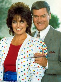 Dallas' unhappily wedded couple, Linda Gray, b. September and Larry Hagman, b. Serie Dallas, Dallas Tv Show, Santa Monica, Larry Hagman, Linda Gray, Photo Images, Classic Tv, Couple Portraits, Actors & Actresses