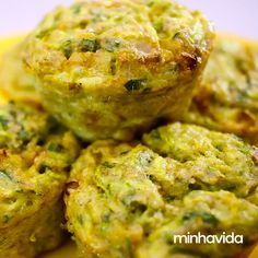 Empadas de abobrinha: receita fácil e muito saudável Zucchini Pies: Easy and very healthy recipe. Veggie Recipes, Low Carb Recipes, Vegetarian Recipes, Cooking Recipes, Healthy Recipes, Manger Healthy, Food Porn, Diet Meal Plans, Light Recipes