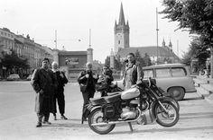orig: MORVAY KINGA / MORVAY LAJOS felvétele SZLOVÁKIA EPERJES Fő utca, háttérben a Szent Miklós-székesegyház. Utca, Motor Car, Motors, Antique Cars, Antiques, Vehicles, Vintage Cars, Car, Antiquities