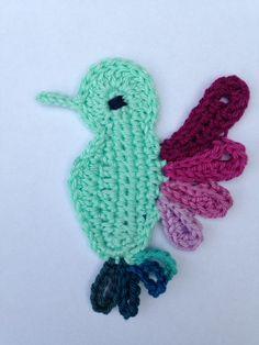 Ik ontwierp dit kolibri vogeltje (en een pauwtje) speciaal voor de talrijke inspirerende Meet&Greet bezoeken aan de winkels die me boekten tijdens de Scheepjes CAL 2015 Flight of Fancy. Nu de CAL officieel over is, deel ik de patroontjes graag met jullie. Vandaag heb ik de kolibri uitgeschreven en uitgetekend. Wil je meer info over …