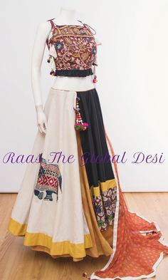 Latest Collection of Lehenga Choli Designs in the gallery. Lehenga Designs from India's Top Online Shopping Sites. Garba Chaniya Choli, Garba Dress, Navratri Dress, Choli Dress, Dress Skirt, Choli Designs, Lehenga Designs, Blouse Designs, Dress Designs