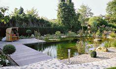 Schwimmteiche vereinen Natur und Badespaß, doch nur mit richtiger Technik und Pflanzenzonen zur Regeneration bleibt die Qualität des Wassers stets ungetrübt. Dazu Tipps von Teichexperte Carsten Schmidt.