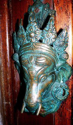 Door knocker Boar's head Bay Sardinia==///==Is that a Boar's Head?  Quo estis in convivio.
