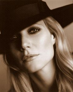I am no Gwyneth fan, but this photo is quite beautiful.