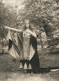 Judith Bliss, is that you? My Past Life, The Past, Female Of The Species, Vintage Fairies, Weird Dreams, Grey Gardens, She Is Fierce, Roaring Twenties, Divine Feminine