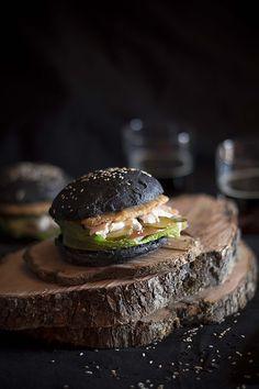 Panecillos de hamburguesa de pan negro (tinta de calamar) | por GastroAndalusi