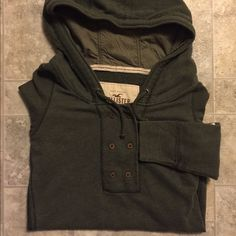 Hollister Pull Over Adorable olive Hollister pull over.  too small for me  Hollister Tops Sweatshirts & Hoodies