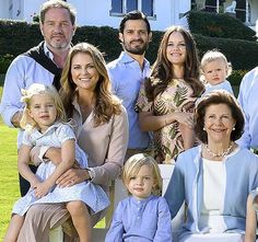 """Swedish Royal Family published a photo taken at the garden of Solliden Palace in Öland where they had their 2017 summer holiday, with the message """"Greetings from Solliden Palace""""."""