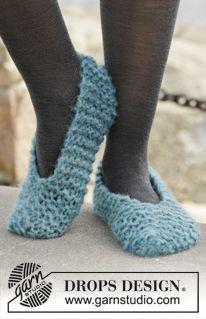 """Pantofole DROPS lavorate ai ferri a maglia legaccio in 2 capi di """"Verdi"""". Taglie: 35 - 43. ~ DROPS Design"""
