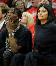 KYLIE JENNER Kylie Kardashian, Kardashian Family, Kendall And Kylie Jenner, Kendall Jenner Plastic Surgery, Travis Scott Fashion, Rapper, Kylie Travis, Kylie Jenner Pictures, Fidel Castro