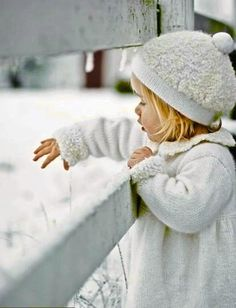 Winter White and Children Cool Baby, Baby Kind, Little People, Little Ones, Little Girls, Kind Photo, Picture Photo, Winter Beauty, Jolie Photo