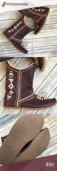 ⚡️CCO⚡️Vintage Vibram Moccasin Boots These boots are amazing! Made by Vibram. Vintage leather but still is awesome condition considering. There is no size listed, however I wear an 8-8.5 and these fit great, super comfortable! Vibram Shoes Moccasins