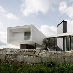 Vidigal House by Contaminar has a V-shaped  plan enclosing a triangular garden